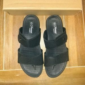 New Forever Black Sandals Women's Size: 7